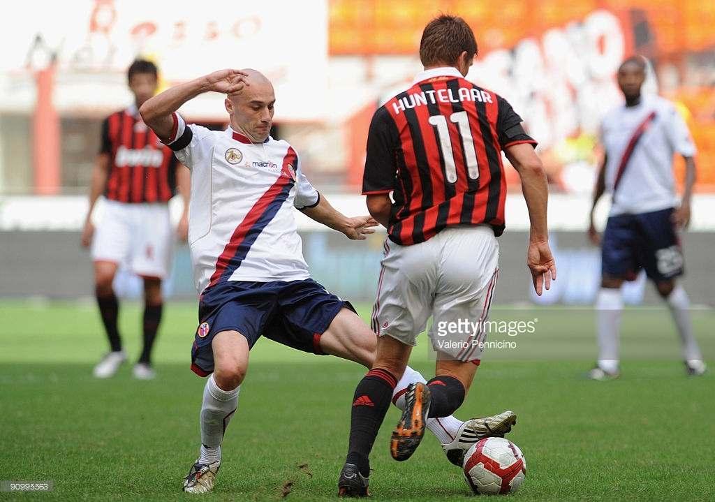 Penalti Bacca Menangkan Milan di Kandang Bologna webet188